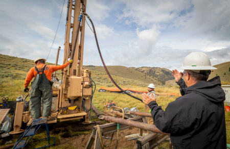 Azimut Exploration jumps on drill results.